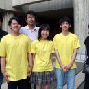 高校生初の最優秀賞を受賞した3人と審査員